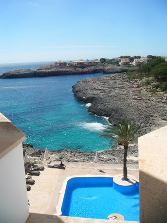 Pierre & Vacances Apartamentos Mallorca Portomar: Pool and bay