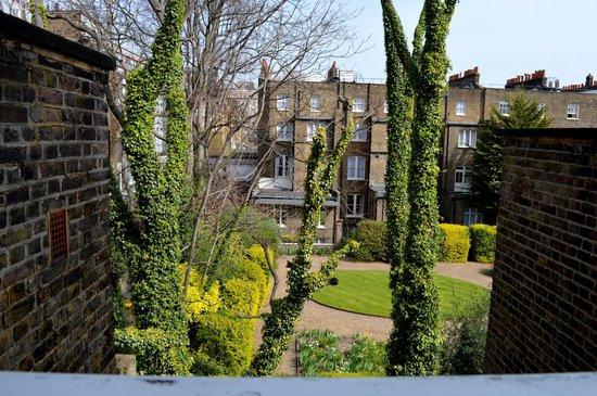 The Montague on The Gardens: Vista do quarto