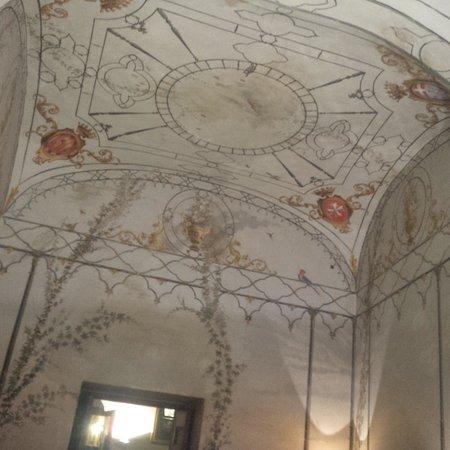 Castello Costaguti: con soffitto affrescato