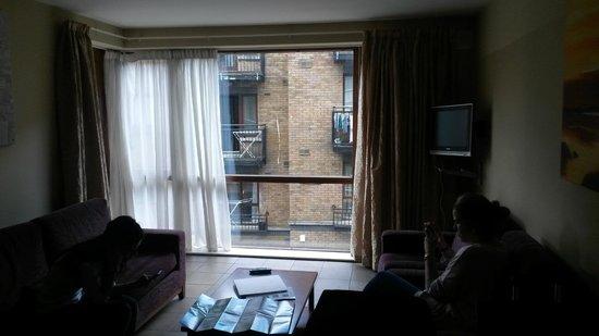 Staycity Aparthotels Saint Augustine St: Livingroom