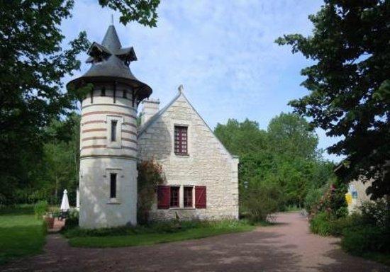 Maison d'hotes La Chouanniere: Reception area and main house