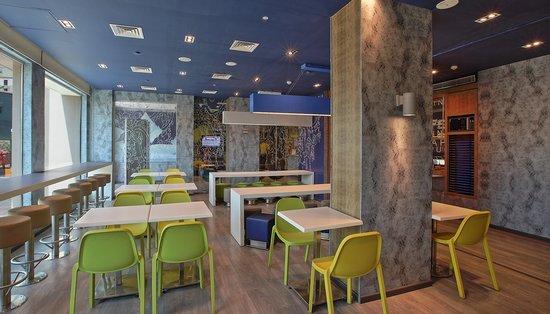 Hotel Caspia Pro Bengaluru Whitefield: Lobby Lounge