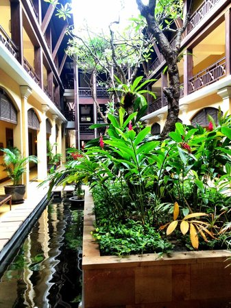 Victoria Angkor Resort & Spa: open air courtyard