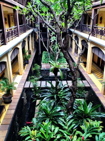Victoria Angkor Resort & Spa: looking down into fish pools