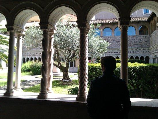 Arcibasilica di San Giovanni in Laterano: Atrium
