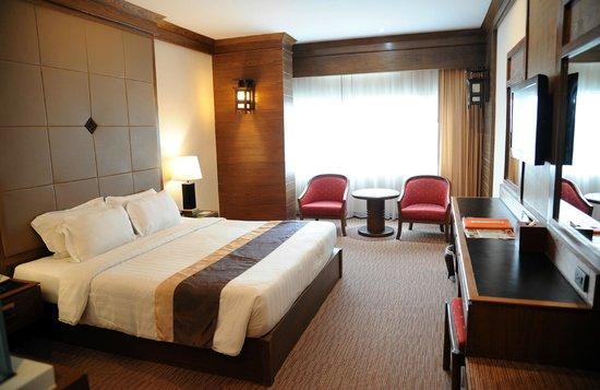 Suriwongse Hotel : Big clean room