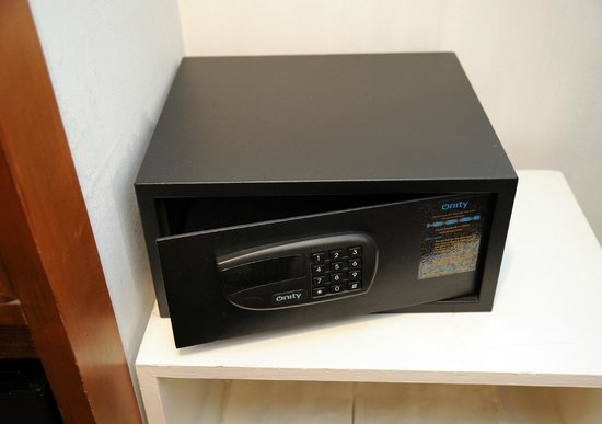 Suriwongse Hotel : Safe deposit box
