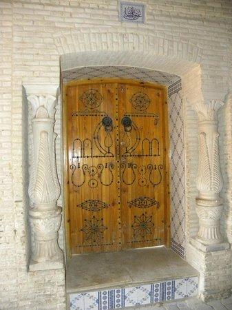 Le Vieux Quartier de Ouled el Hadef (Medina) : Porta decorata