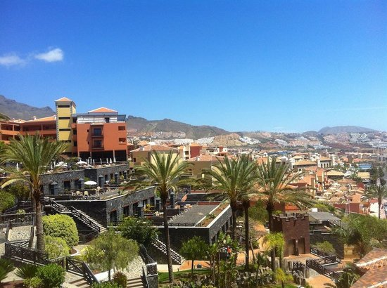 Meliá Jardines del Teide: Hotel grounds & main building