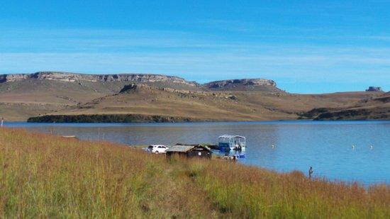Qwantani Berg and Bush Resort : the harbor at the dam