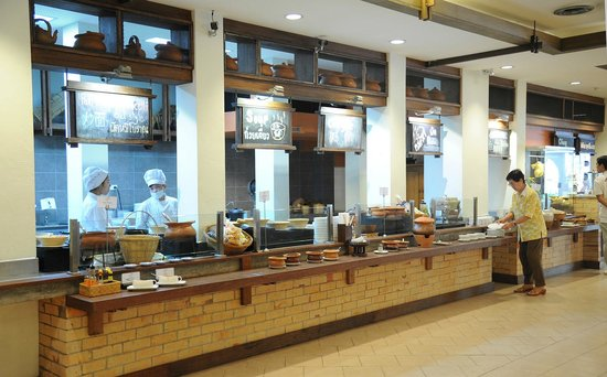 Mövenpick Suriwongse Hotel Chiang Mai : Good spread at breakfast