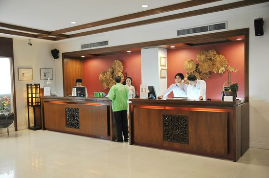 Mövenpick Suriwongse Hotel Chiang Mai : Responsive reception staff