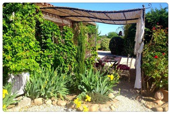 Le Mas du Grand Jonquier : esterno camera familiare
