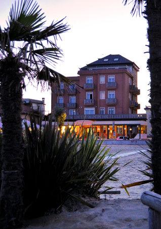 Hotel Delfino Caorle : Tramonto vista Hotel delfino