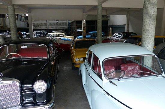 Hotel De Moc - classic cars