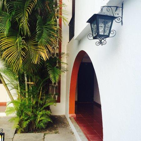 Hotel San Clemente: Patio