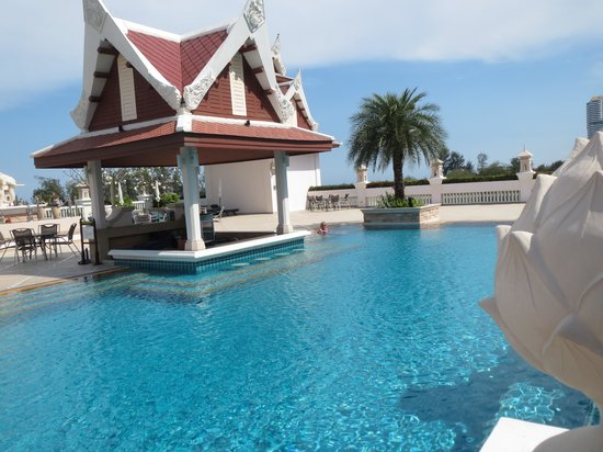 Grand Pacific Sovereign Resort & Spa: zwembad nummer twee, (van de drie) daar lag meestal niemand, de wind was daar de enige metgezel
