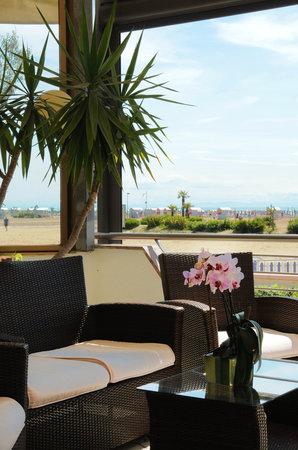 Hotel Delfino Caorle : Terrazza esterna frontemare Hotel delfino