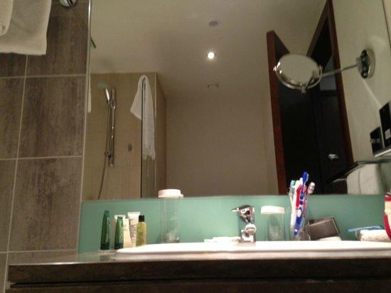 Hilton London Canary Wharf: Bathroom