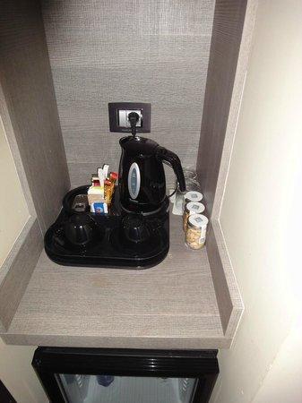 Rome Life Hotel: Tee/Kaffee-Ecke - Tea/coffee facilities
