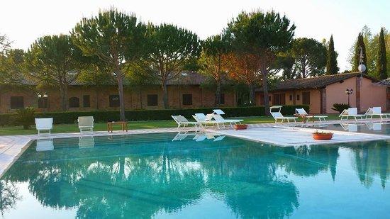 Fattoria San Lorenzo: la piscina di Casa Livia