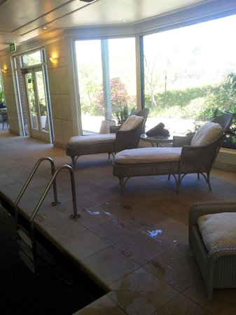Lilianfels Blue Mountains Resort & Spa : Lounges ..indoor pool