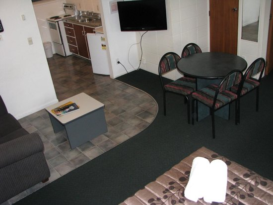 Green View Hotels : Family room kitchen area