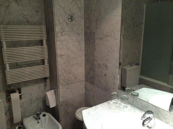 Hotel Agumar: baño