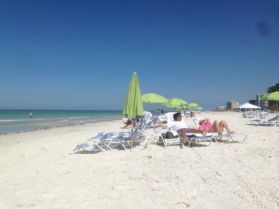 Resort at Longboat Key Club: people relaxing on the beach