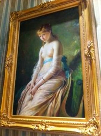 The Montague on The Gardens: oil painting on wall of bedroom