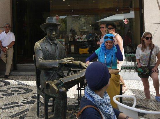 Escultura de Fernando Pessoa: как живой