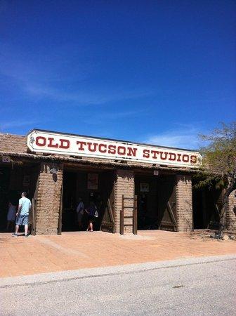 Old Tucson : outside