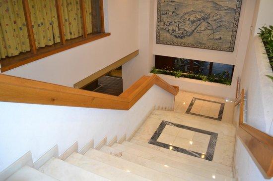 Estoril Eden Hotel: escalier de la reception
