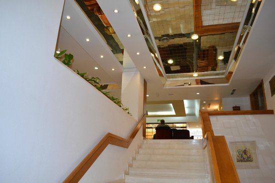 Estoril Eden Hotel: trés beau couloir a la reception