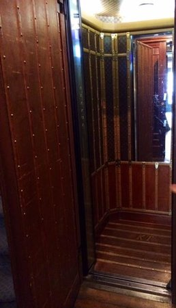 Le Dokhan's, a Tribute Portfolio Hotel : The quirky lift