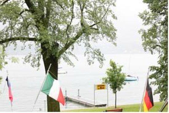 Osteria La Riva: Der kleine Hafen vor dem Grotto Riva