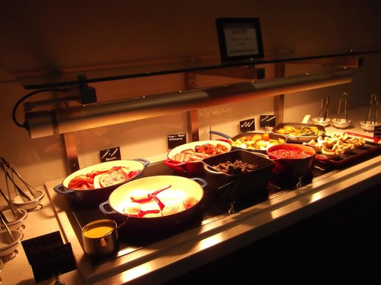 Rydges Latimer Christchurch Hotel: breakfast,includdes salmon