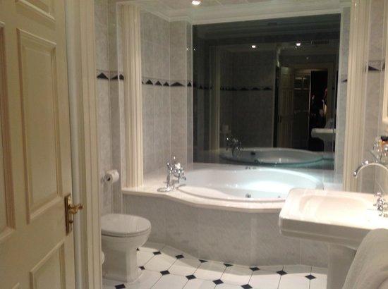 Fairfield House Hotel : Bathroom - Carnegie Suite