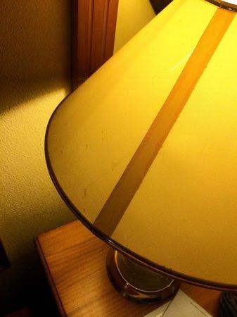 Fanabe Costa Sur Hotel: Dirty broke lamp shade