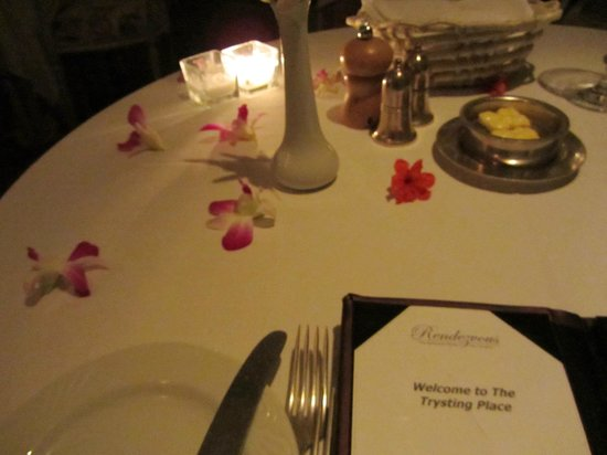 The Trysting Place, Rendezvous Resort: Table set with orchid petals