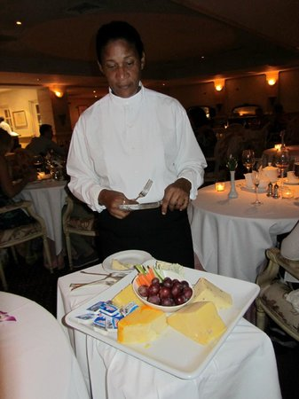 The Trysting Place, Rendezvous Resort : The waitress serving cheese after dinner from the trolley