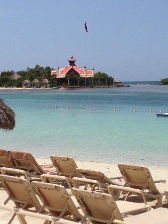 Sandals Royal Caribbean Resort and Private Island : SRC private island and Royal Thai restaurant
