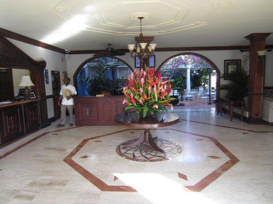 Sandals Royal Caribbean Resort and Private Island : Resort entrance