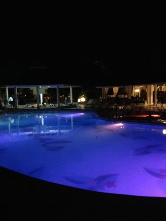 Sandals Royal Caribbean Resort and Private Island : Pool night shot