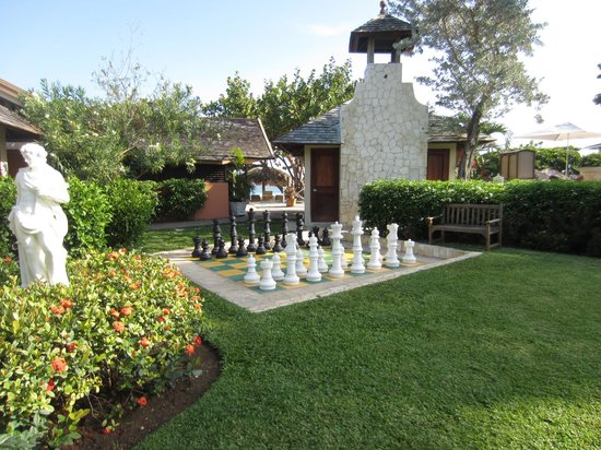 Sandals Royal Caribbean Resort and Private Island : Lawn chess