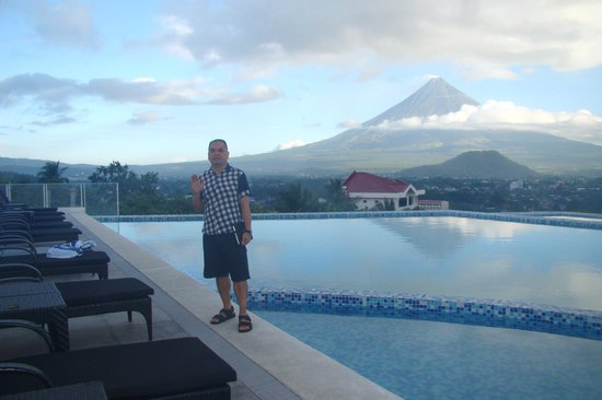 The Oriental Legazpi: Infinity Pool with Mayon View