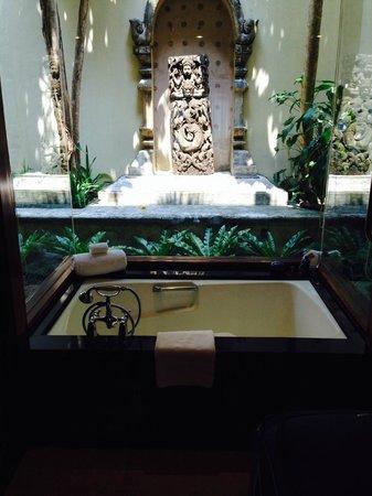 Four Seasons Resort Chiang Mai: Tub in the room