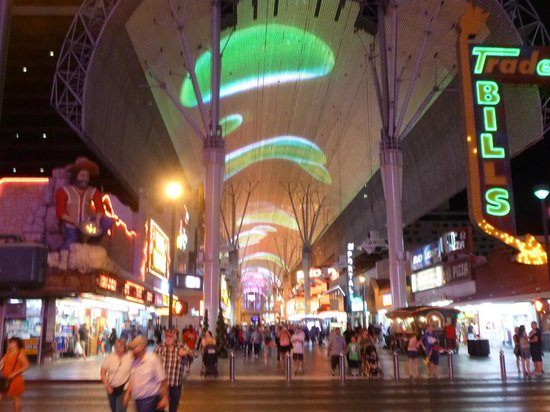 Fremont Street Experience : The laser show