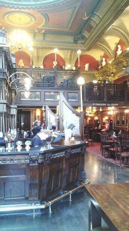 Premier Inn Birmingham City Centre (Waterloo Street) Hotel: Old Joint Stock Pub