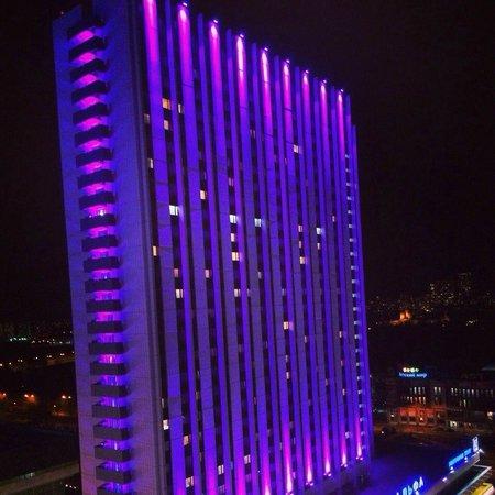 Beta Hotel Izmailovo: Вид из номера на соседний отель